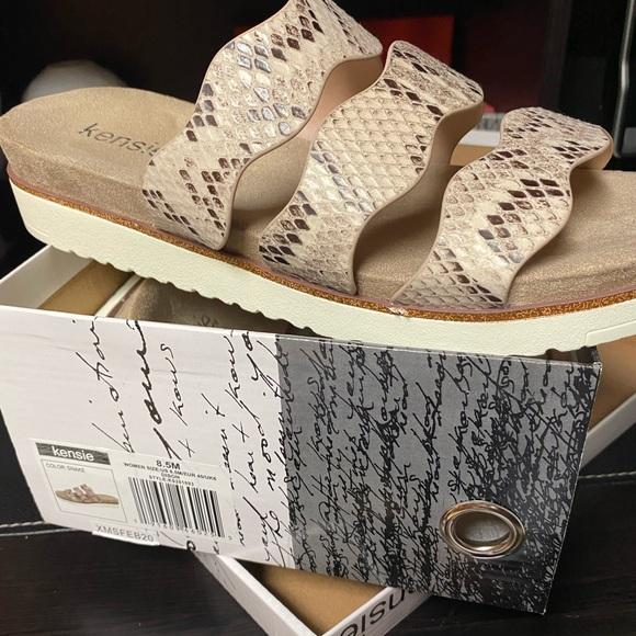 NEW IN BOX  Snake print KENSIE slide sandal